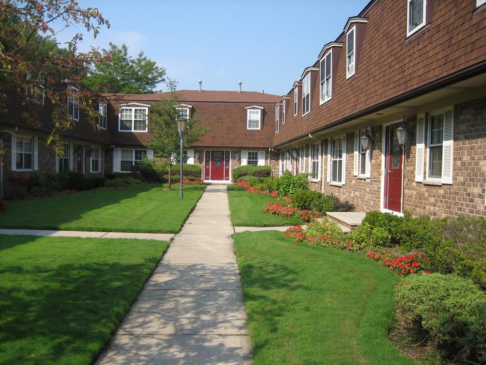 150 unit garden apartment complex - Sutton Place, Norwood, NJ ...